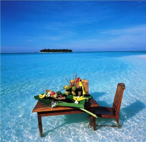 Maldives-Wet-Yet-Romantic-Dinner1