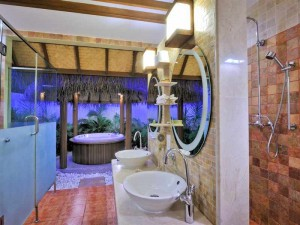 Open-Bath-in-Jucuzzi-Beach-Villa1